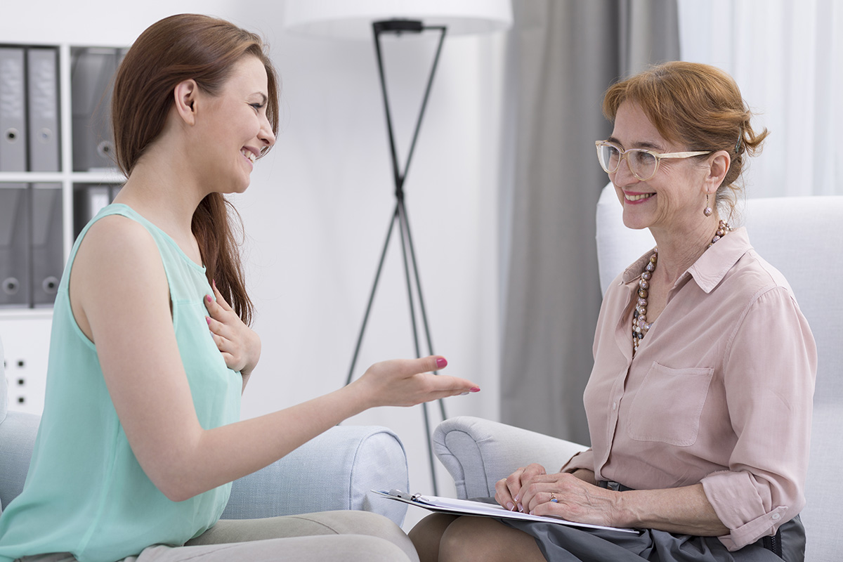 woman talking with her psychologist
